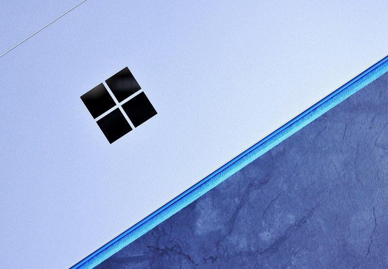 Surface-3-Microsoft-Logo
