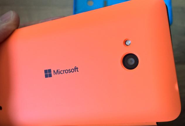 microsoft-lumia-640-flip-case-hands-on-04