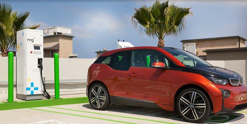 همکاری Microsoft و ABB برای بهینه سازی سیستم شارژ اتومبیل های برقی