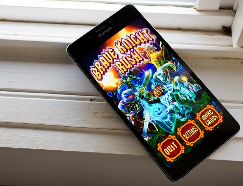 بازی یونیورسال Brave Knight Rush برای ویندوز ۱۰ موبایل و پی سی
