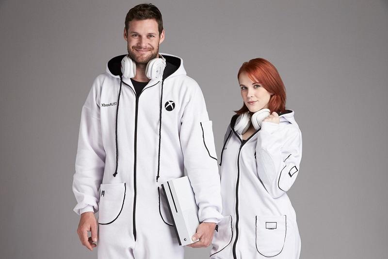 Xbox One S onesie لباس مخصوص استفاده از ایکس باکس!