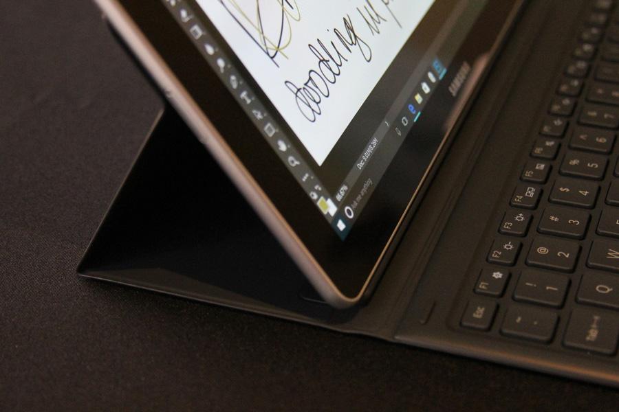 رونمایی سامسونگ از تبلت ویندوز ۱۰ زیبا و کارا در دو سایز ۱۰ و ۱۲ اینچ