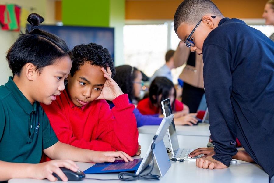 موفقیت بزرگ تیم Surface و همچنین سرویس Microsoft Team در سیستم آموزش